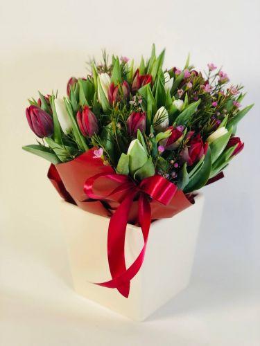 Ziedu pušķis Tulpes Sartre